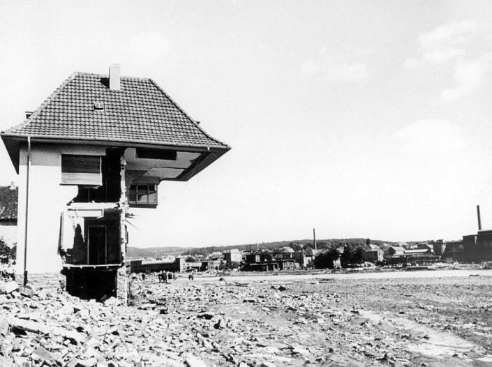 Halb weggespültes Haus in Arnsberg-Neheim